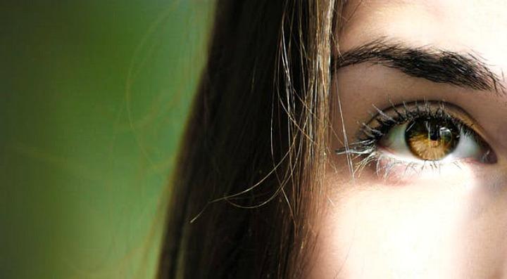 Consejos para reducir las ojeras y bolsas de losojos